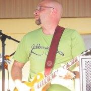 Guitar player of Jabberwocky.