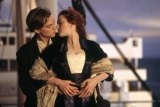 "Kate Winslet & Leonardio DeCaprio in a scene from ""Titanic"" (c) Paramount and 20th Century Fox"