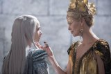 "FIRST LOOK: ""Huntsman Winter's War"" Assembles Strong Damsels Dominating"