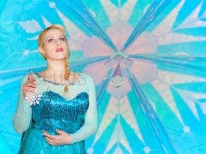 """Frozen"" Displays ""Legs"" in its 12th Week, Will it Take Home Oscar?"
