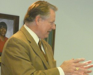 Mayor Wolfe, Steve Williams Share Future Visions at Debate
