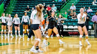 Volleyball Defeats Georgia Tech in Four Sets