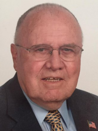 Family and friends honor Dr. Robert B. Hayes through a memorial scholarship
