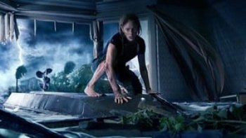 """Crawl's"" Gator Delivers Chomping , Tense ""Jaws"" Styled  Storm Drain, Thrills in Darkened House"