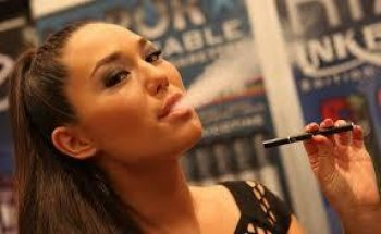 Famous Vapers: Hollywood Celebs and their E-Cigs