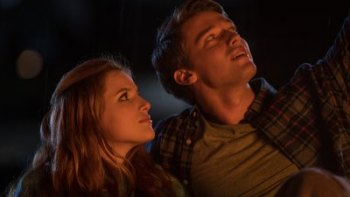 """FIRST LOOK:  You Can't Help  Getting Teary at the Tweaked Spin on the Doomed Romance of """"Midnight Sun"""""""