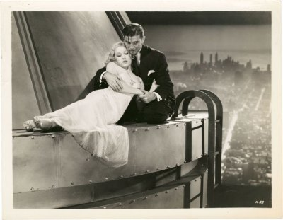 Fay Wray in high heel sandals on top of Empire State Building  in  King Kong